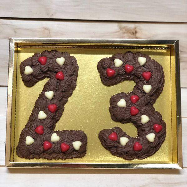 Cijfers in spuitchocolade