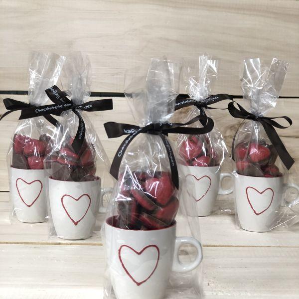 Hart mokje met chocolade hartjes